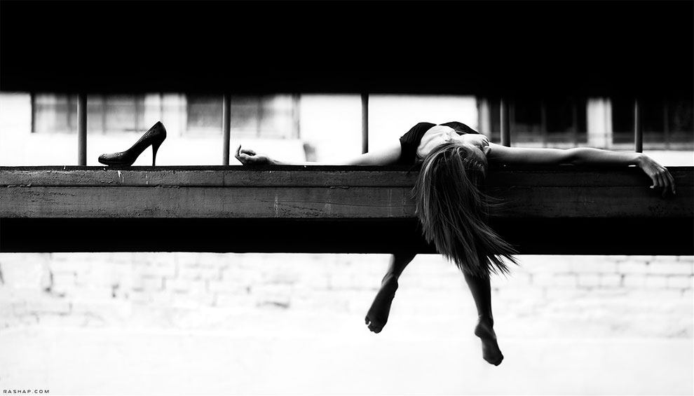 Очаровательные и сюрреалистичные черно-белые фотографии Ильи Рашапа