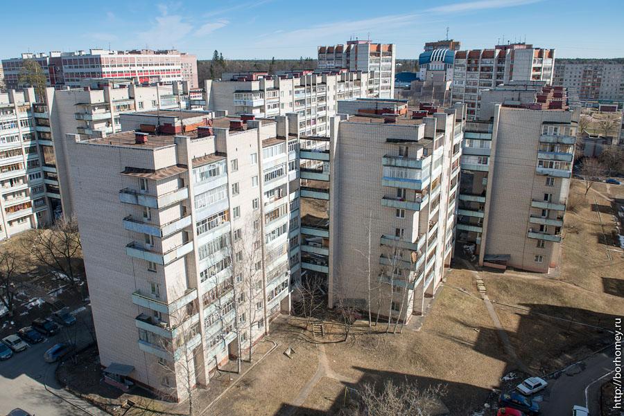 дома соеденены балконом