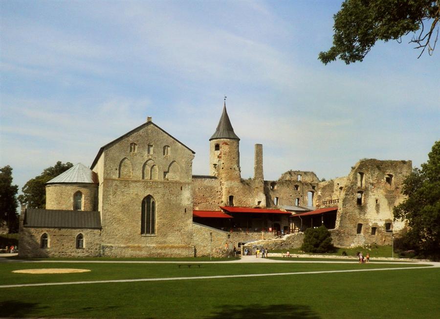 город Хаапсалу достопримечательность Епископский замок легенды призраки
