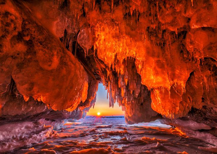Замёрзшие пейзажи Ольхонских островов (14 фото)