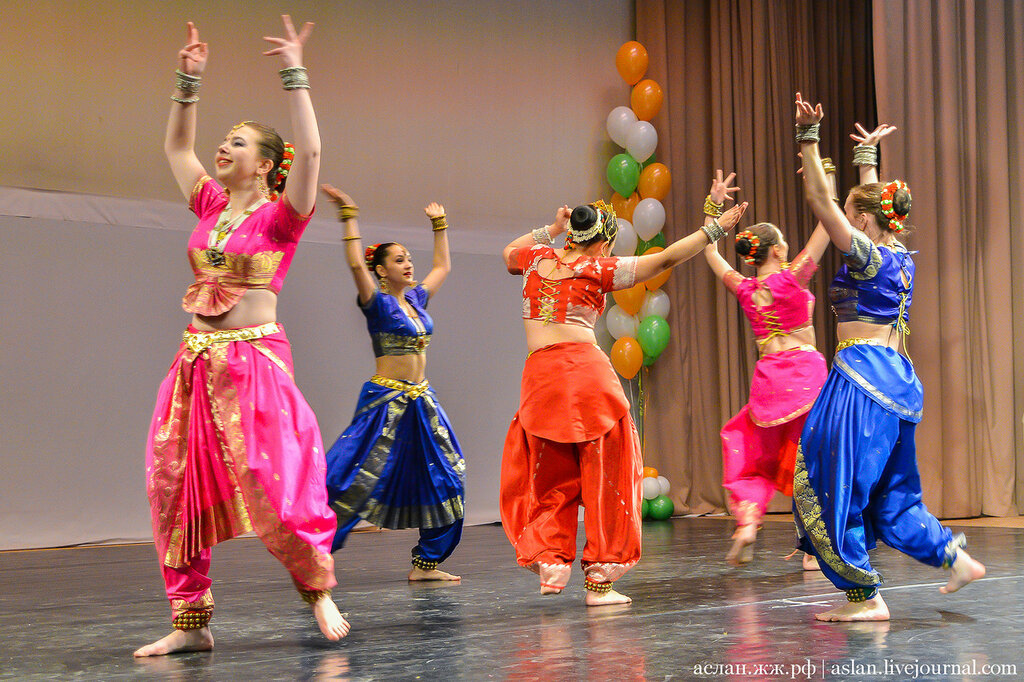 Indian dances and Holi Mela festival in the capital