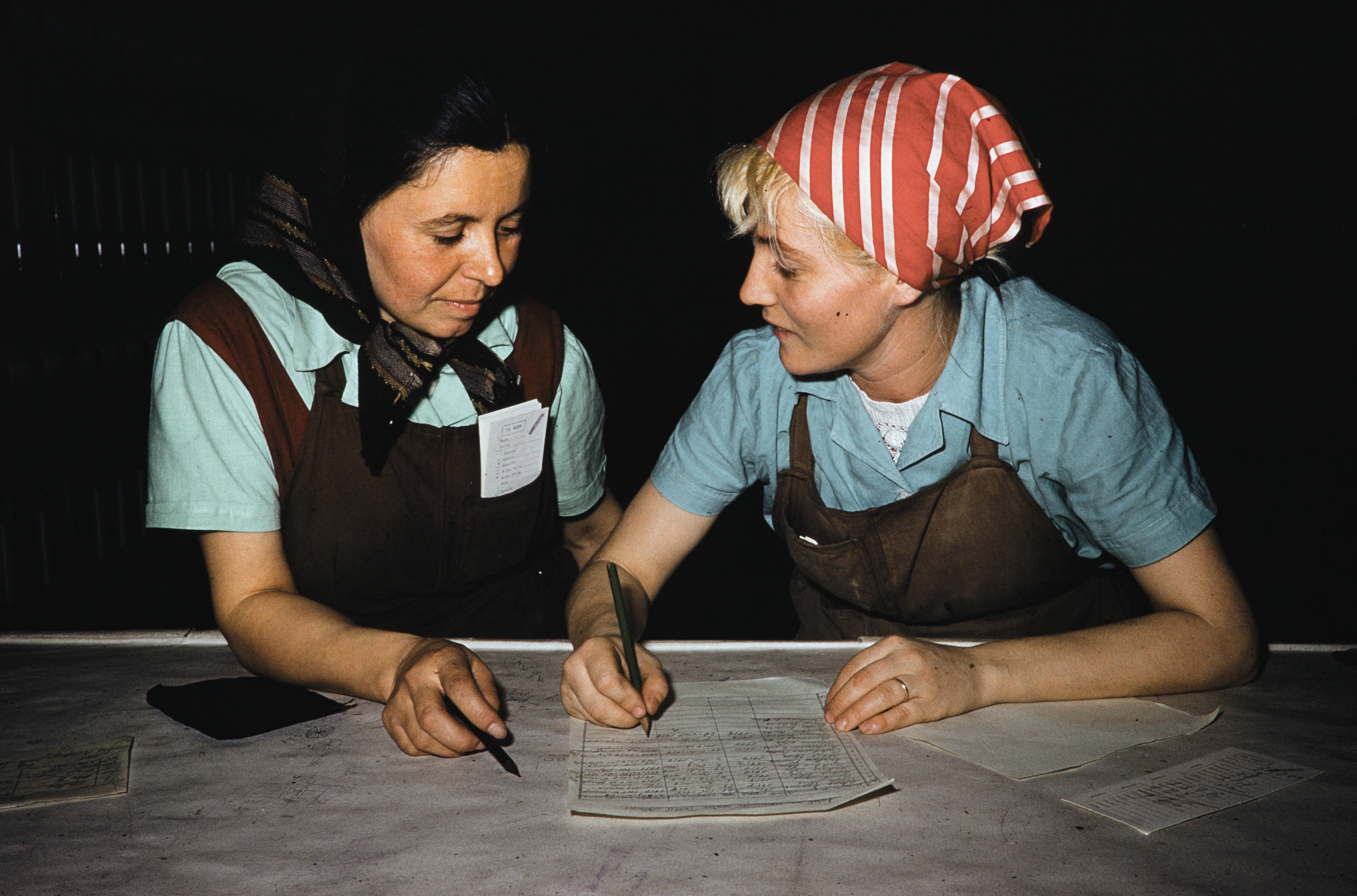 Фабричные девчата из Алма-Аты