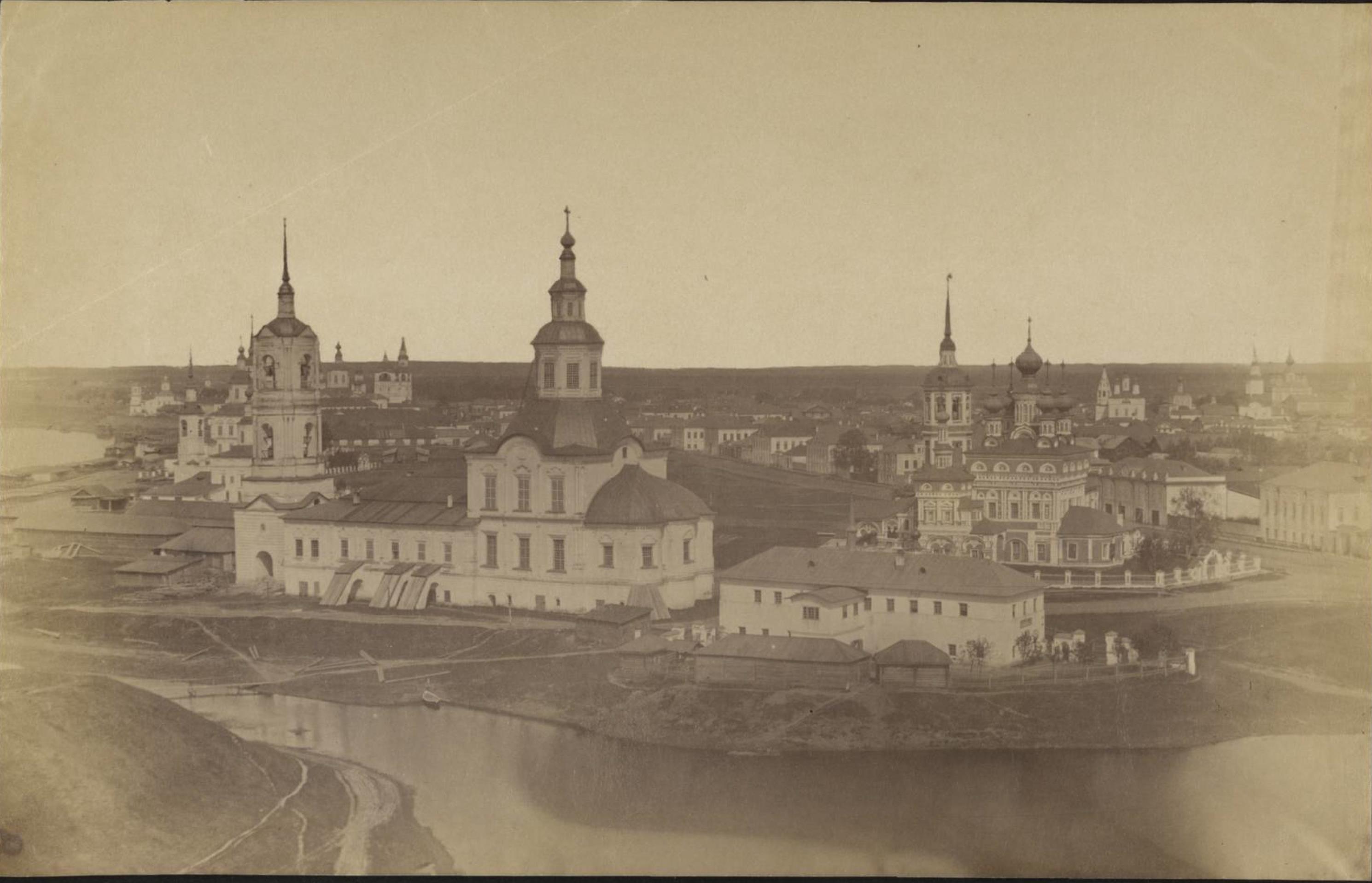 Вид со Сретенско-Владимирской церкви