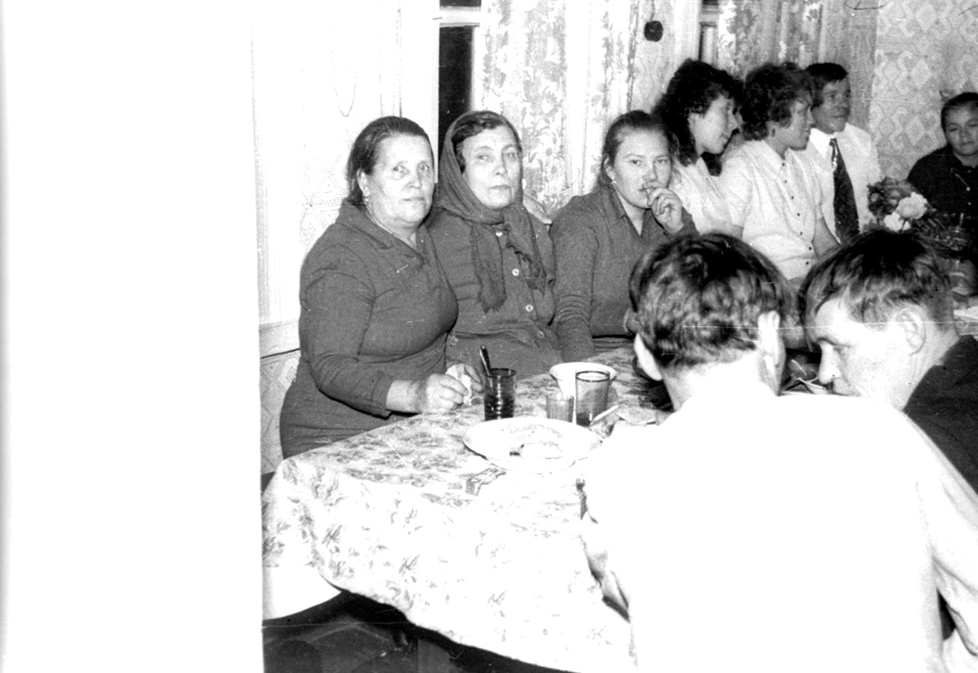 Порно подглядывал за девочками в пионерском лагере