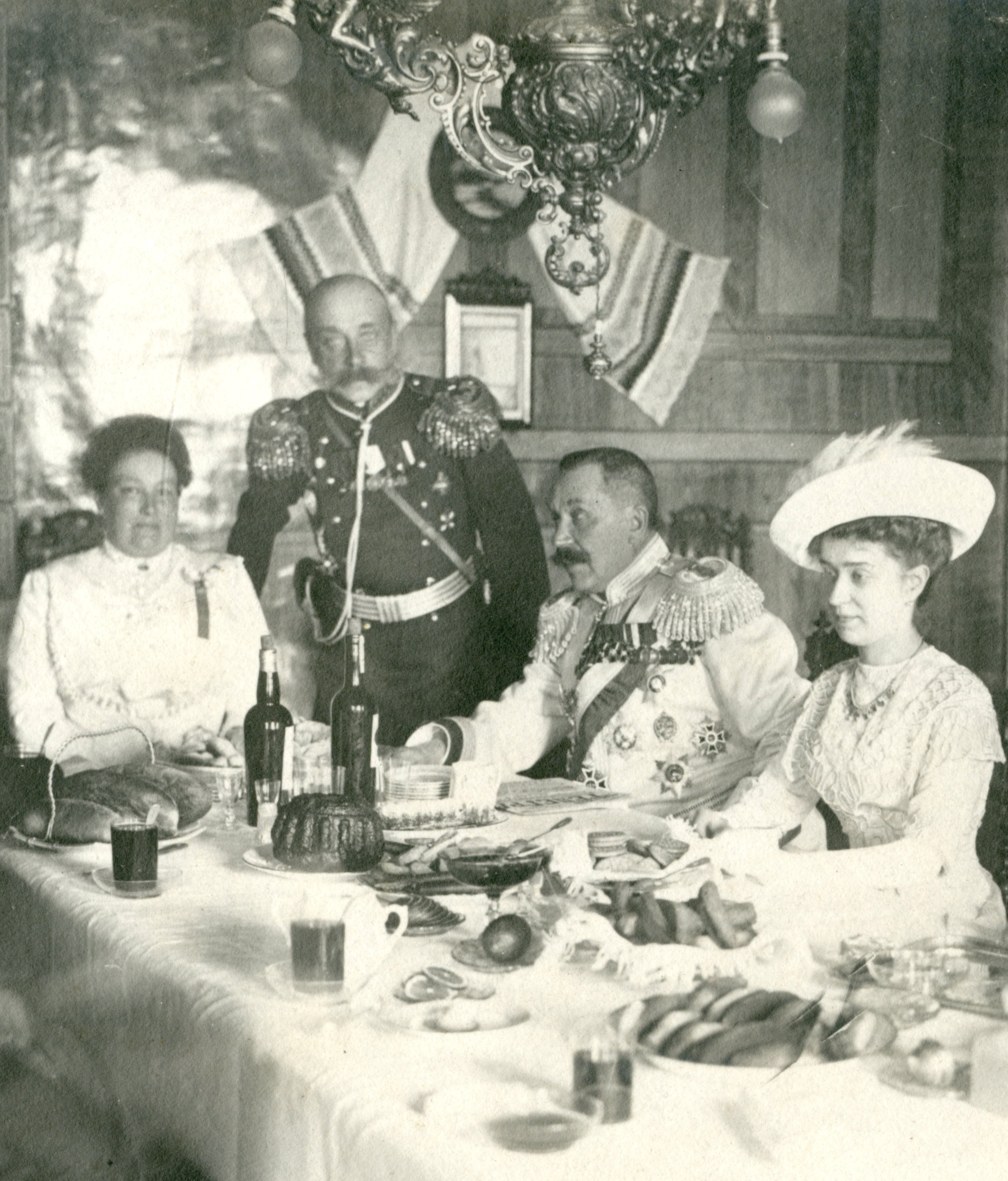 Александр Ардалионович Медведев и Шмит с жёнами