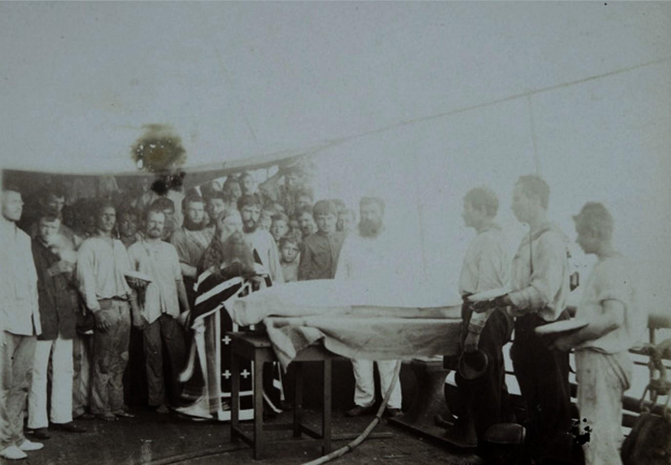 08. Похороны умершего от теплового удара. Красное море