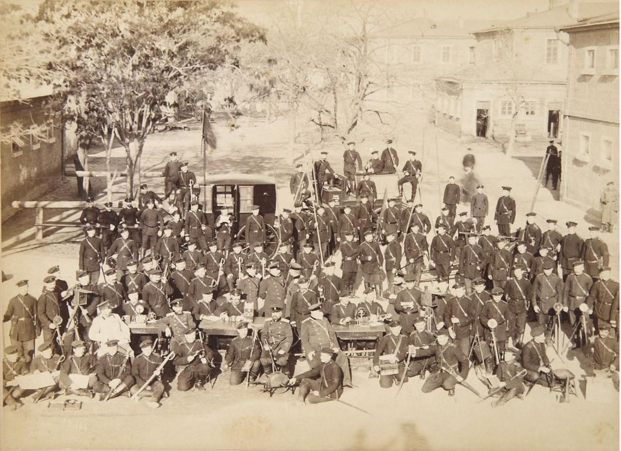 Фото группы военнослужащих и чиновников. 1880-е