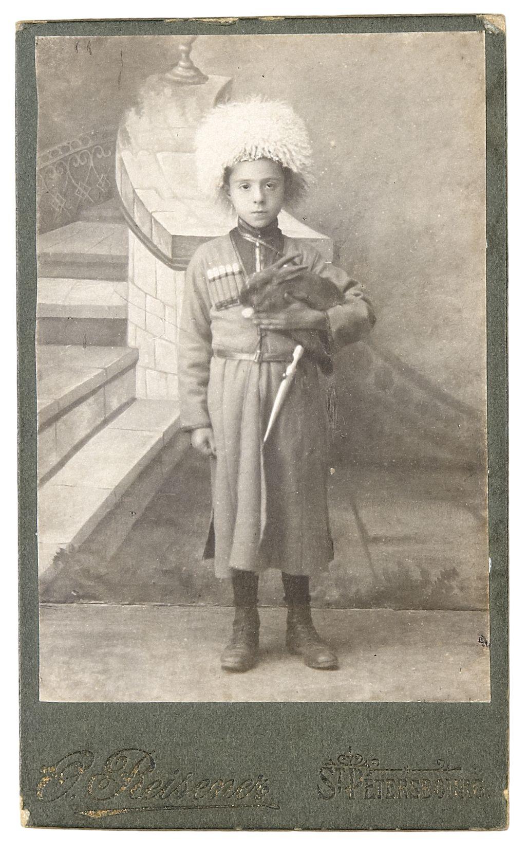 Фото мальчика в горском или казачьем национальном костюме. 1900-е
