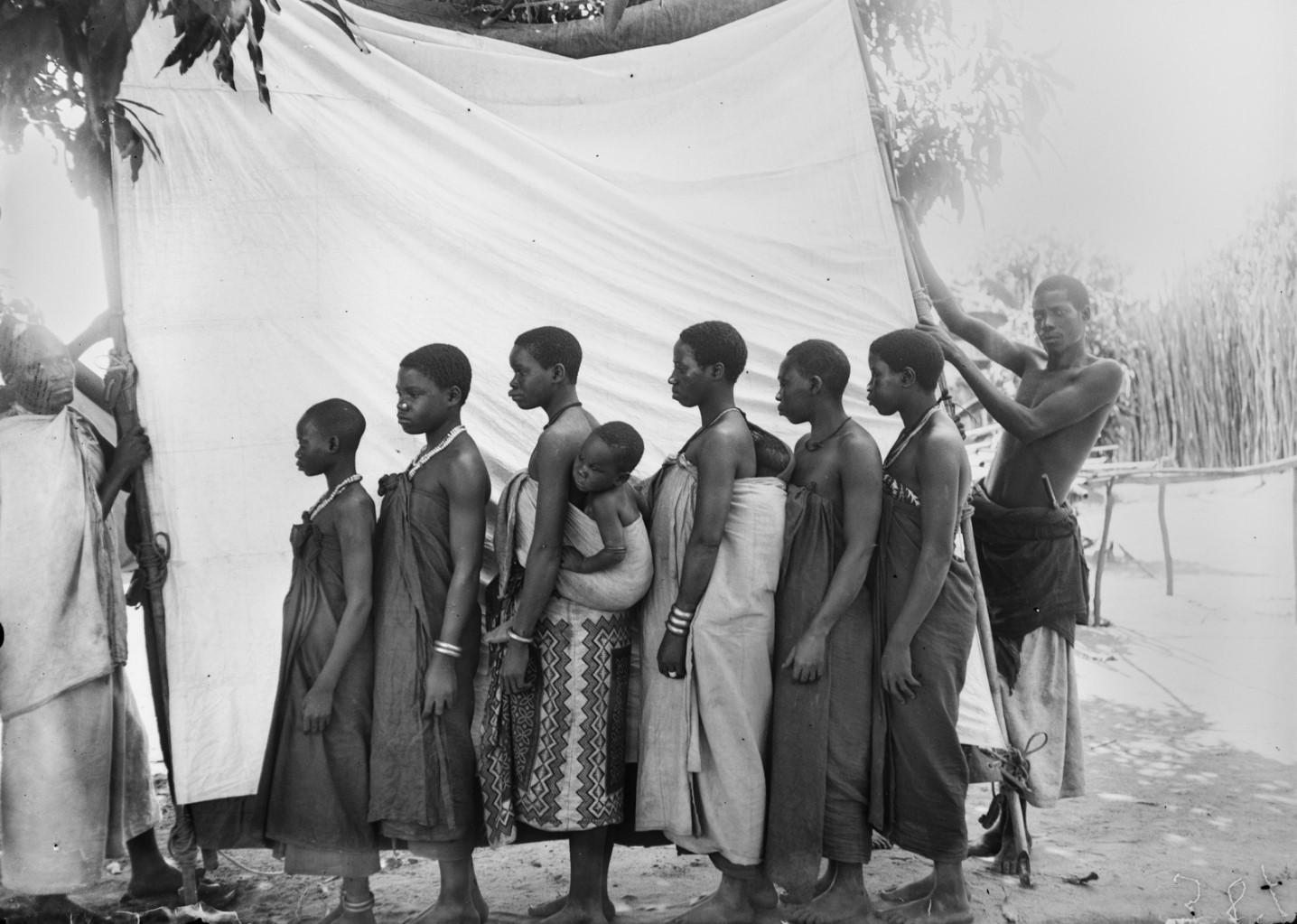 29. Антропометрическое изображение четырех женщин макуа с детьми