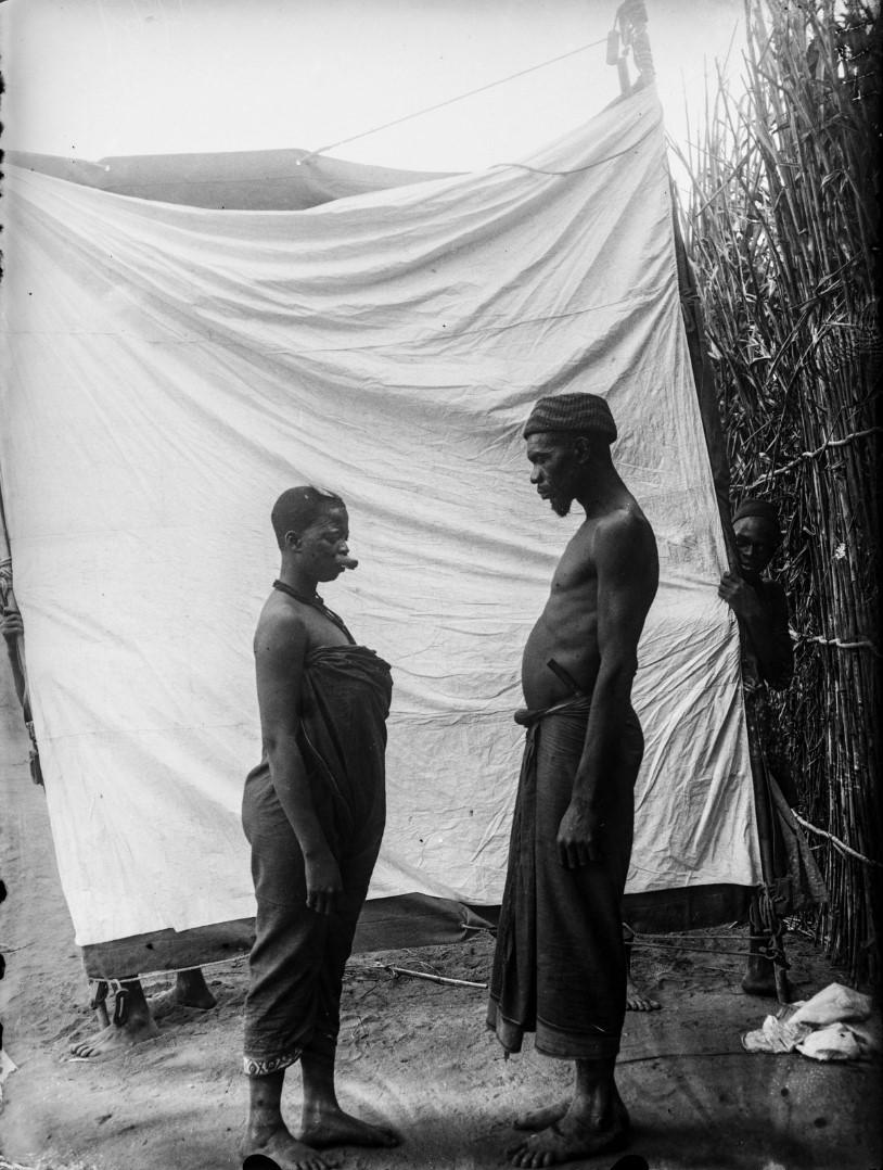 48. Антропометрическое изображение мужчина маконде и его жены