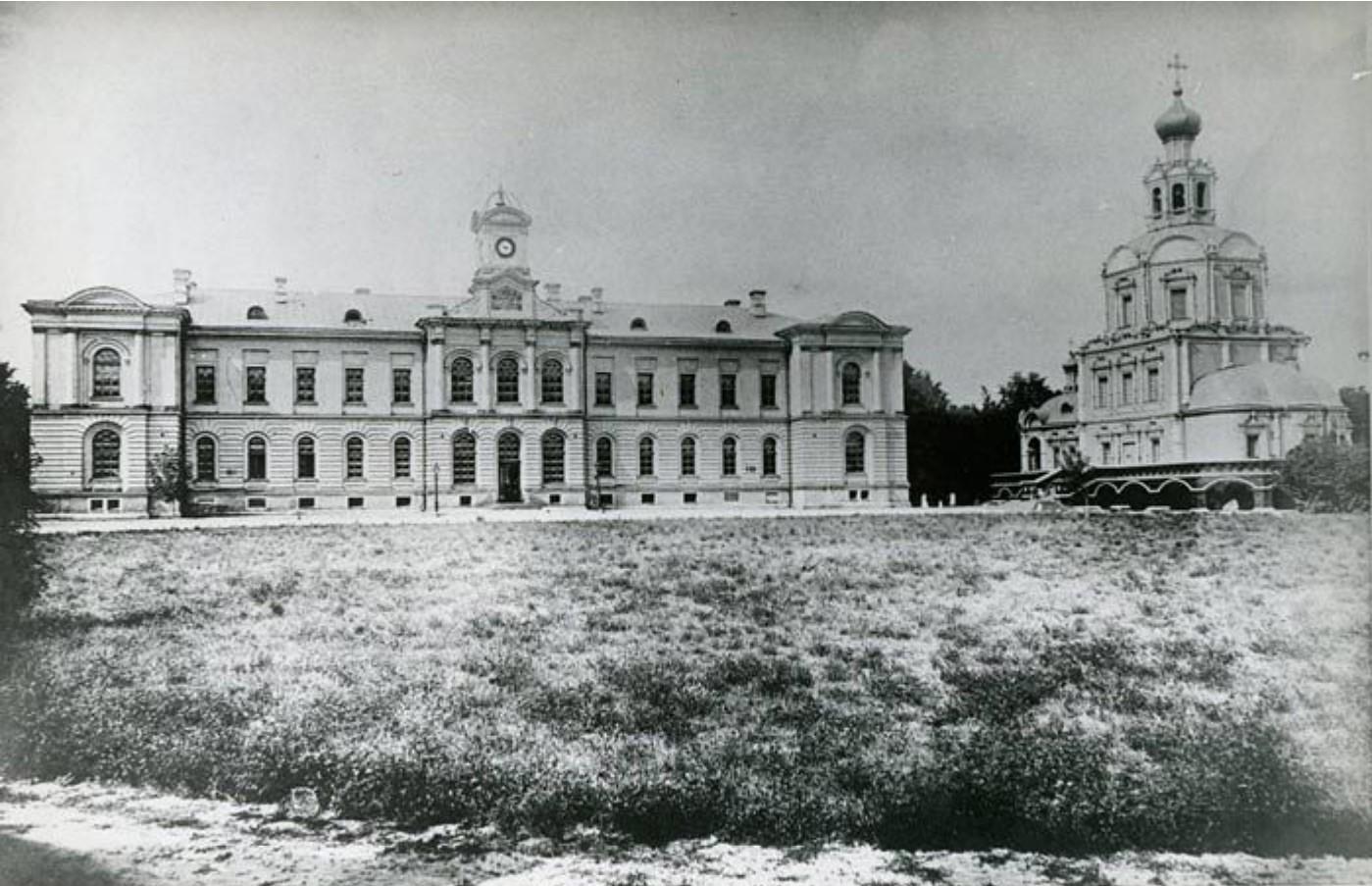 Здание аудиторий и библиотеки и домовая академическая церковь