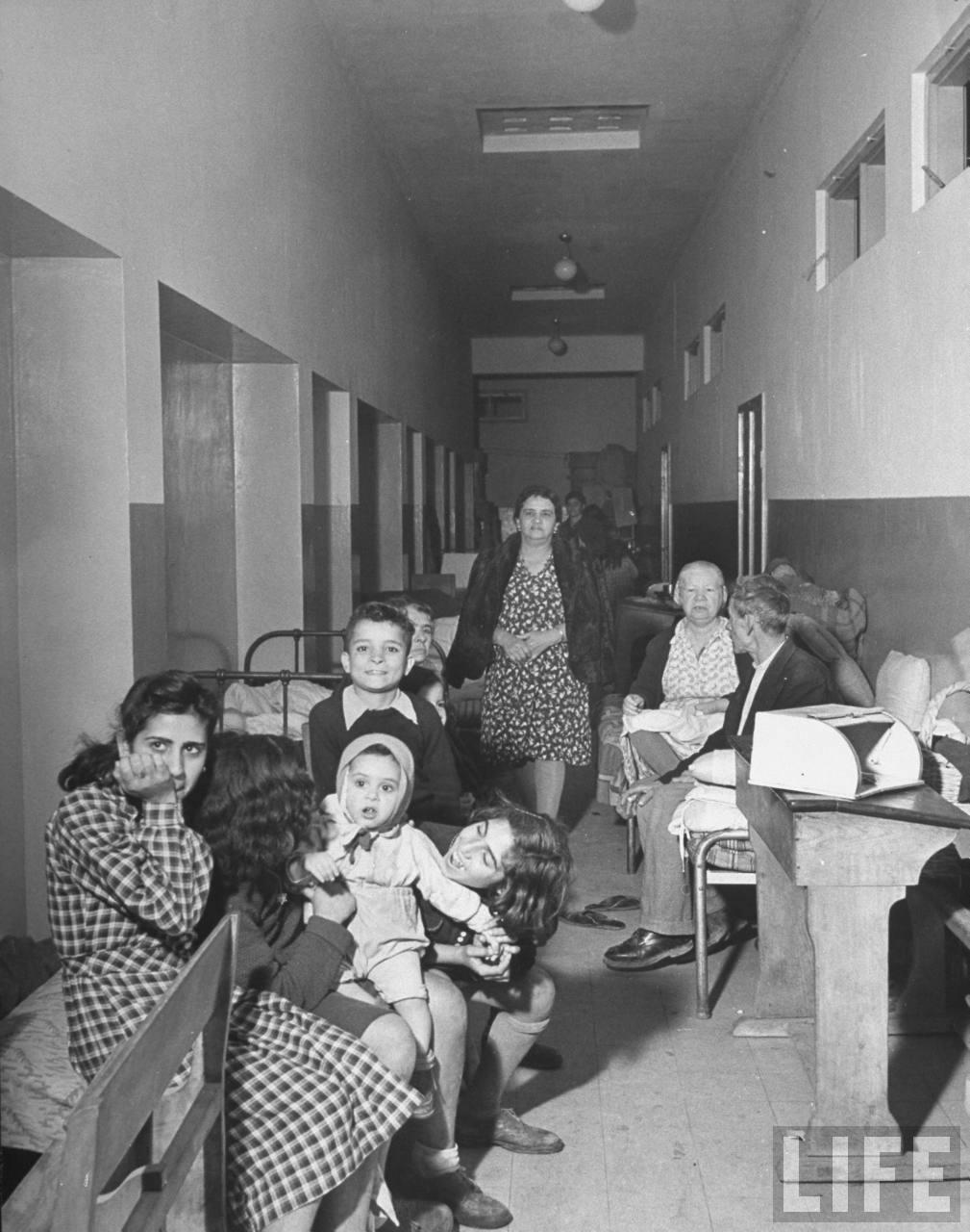Убежище в коридоре школьного здания