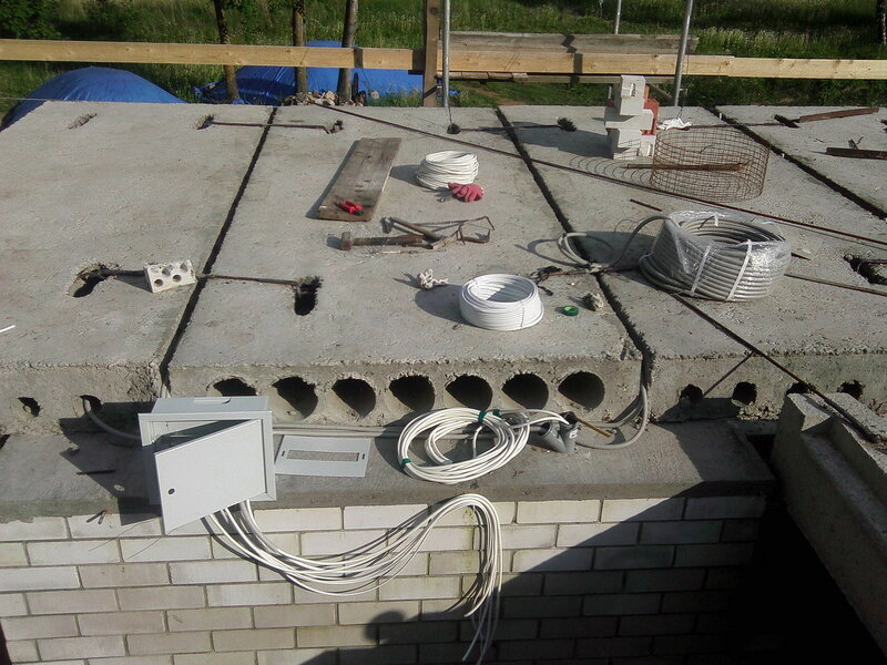 Укладка проводки в плитах перекрытия.