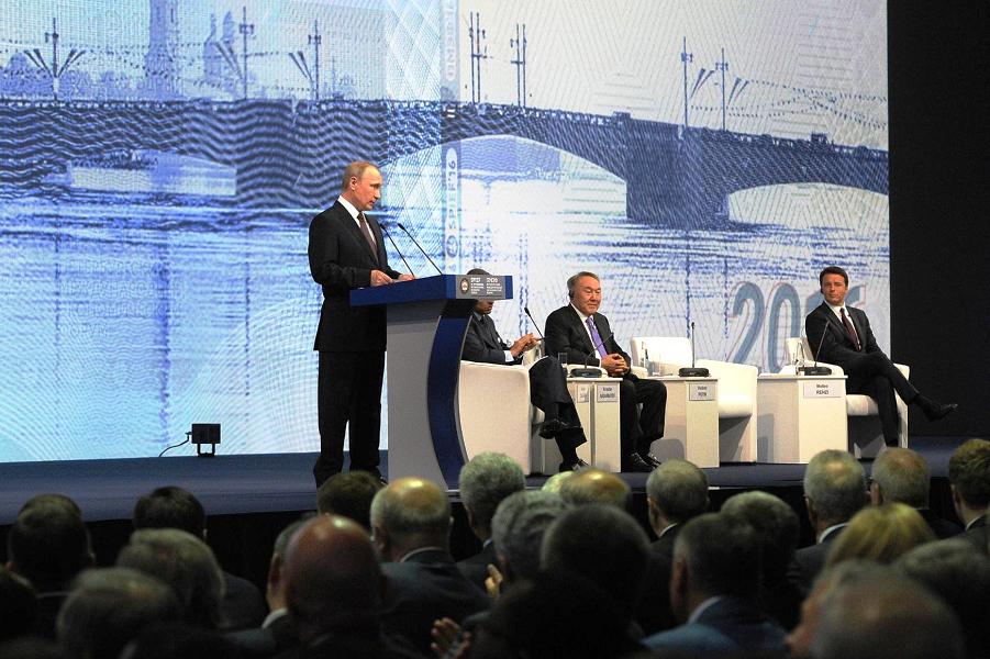 Путин выступает на пленарном заседании ПМЭФ 17.06.16.png