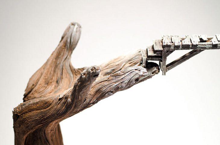 Скульптор Кристофер Дэвид Уайт делает «деревянные» скульптуры из керамики!