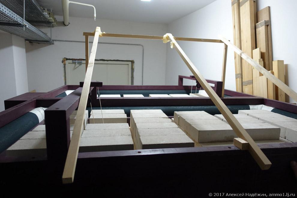 9. Воздух подаётся в орган по деревянным трубам. Удивительно, но большинство заслонок, заставля