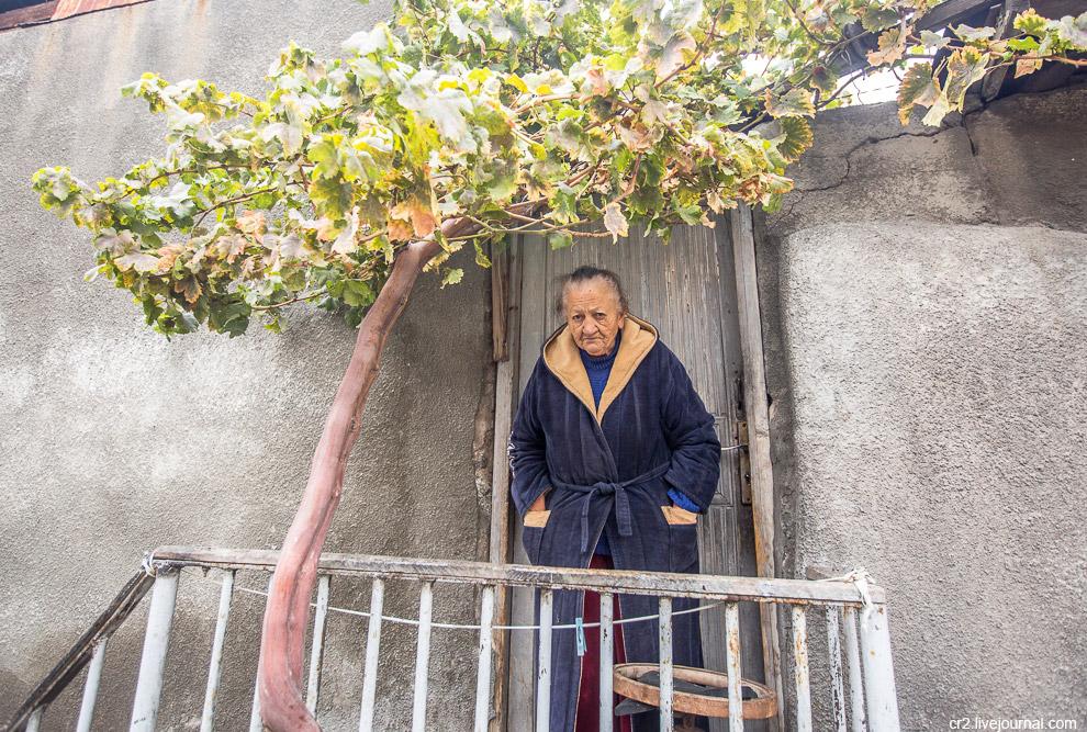 28. Таков он, Конд. Если я когда-нибудь снова окажусь в Ереване, я сюда обязательно вернусь.