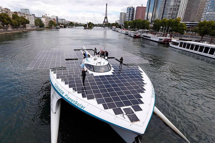 Катамаран PlanetSolar спроектировала швейцарско-французская команда целью впервые обогнуть Земл