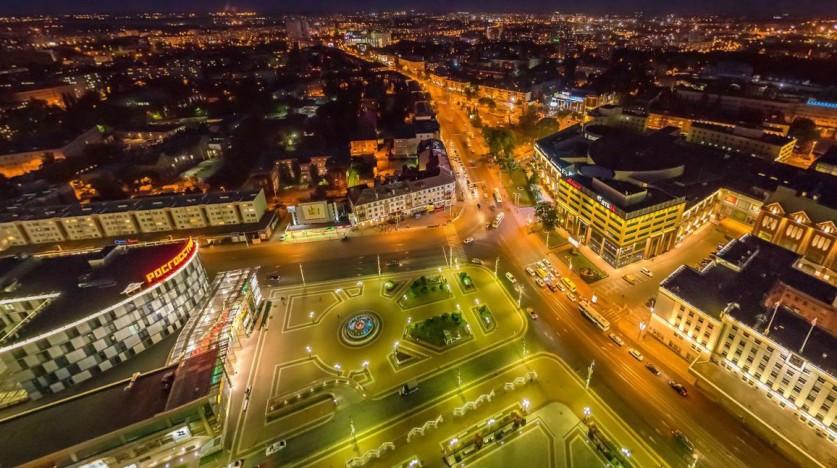 Площадь Победы ночью. К юбилею города в 2005 году была проведена реконструкция площади Победы (бывша