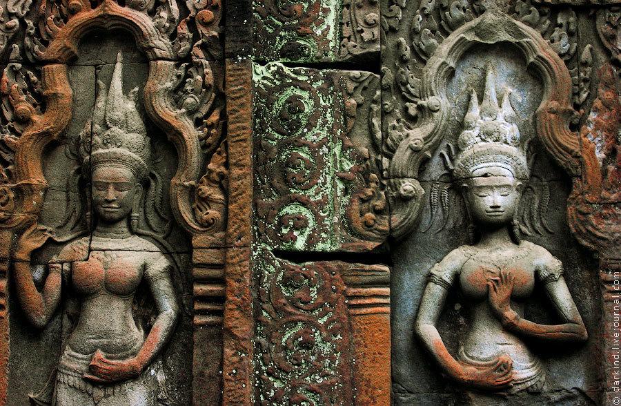 Все стены храмов, как одна большая книга, расписаны информацией в графическом представлении, гиды ра