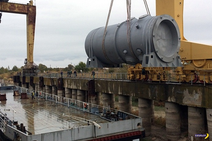 На Островецкой АЭС уронили корпус реактора (2 фото)