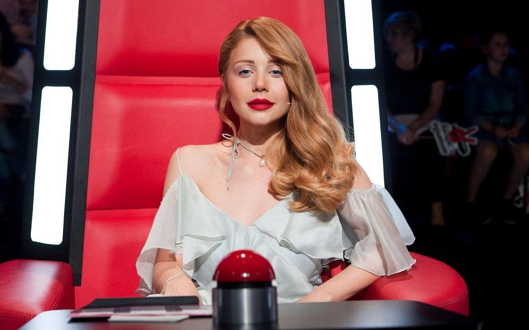 Тина Кароль сняла красный клип ипредставила песню надвух языках