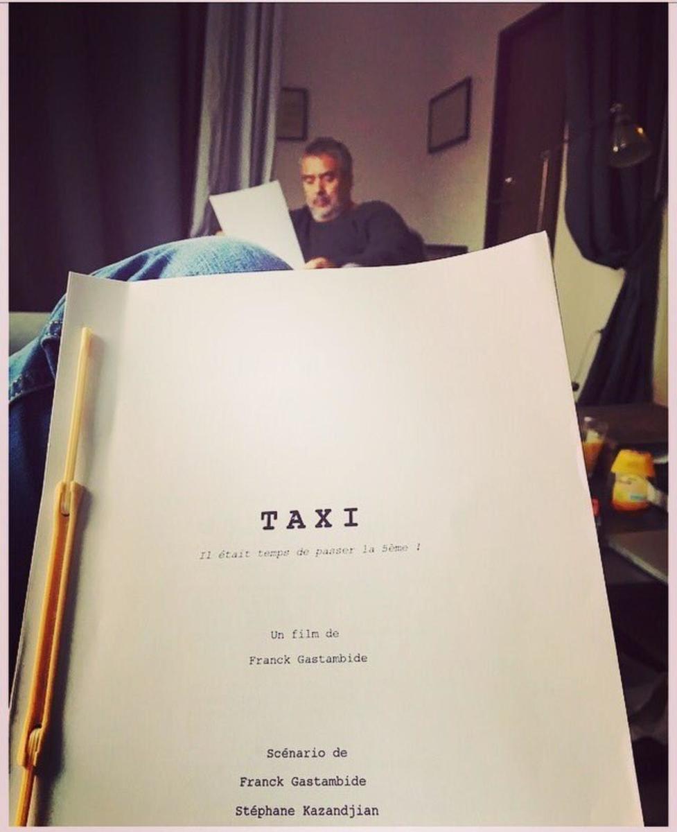 Люк Бессон выложил вСеть снимок готового сценария «Такси 5»