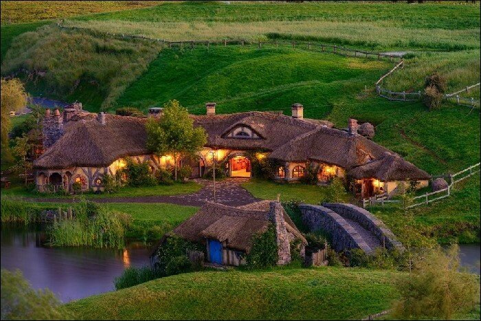 Деревня Хоббитов Место съемок фильма «Властелин колец» в Новой Зеландии.