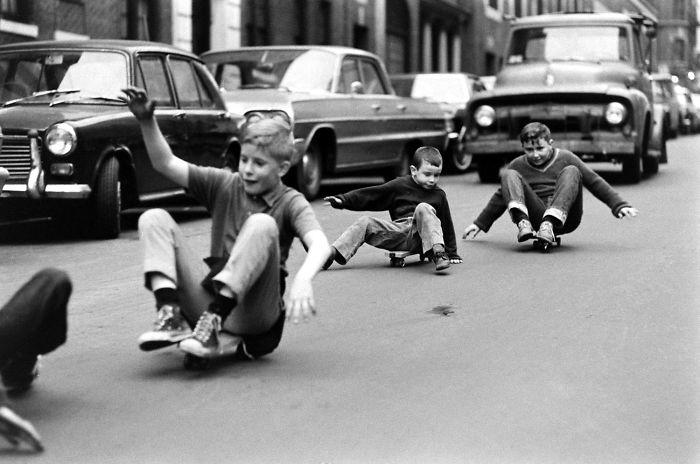 historical-children-playing-photography-58a44c0d39dfe-jpeg__700.jpg