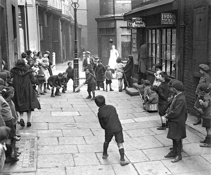 historical-children-playing-photography-58a45f612b22d__700.jpg