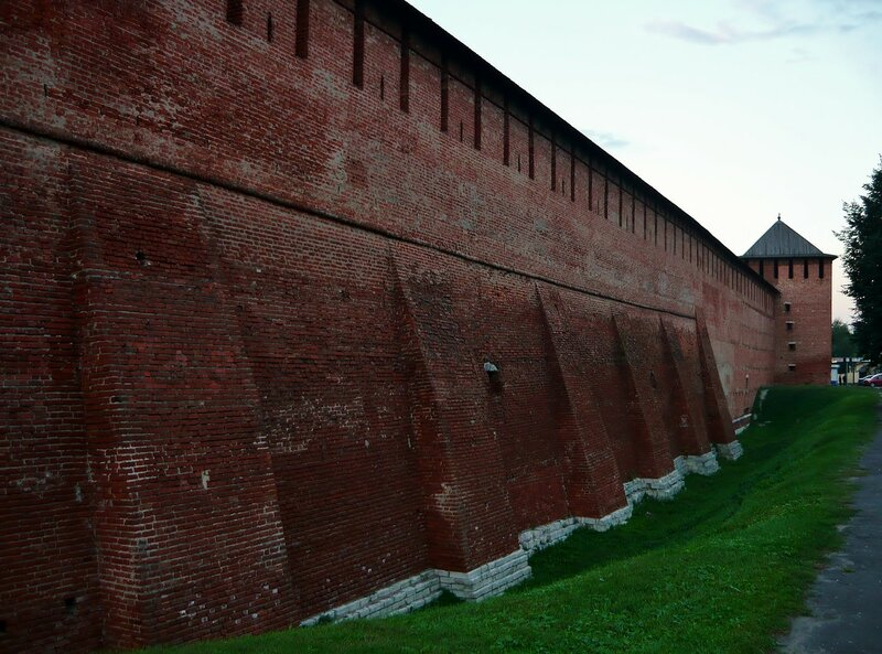 Стены Кремля в сумерках