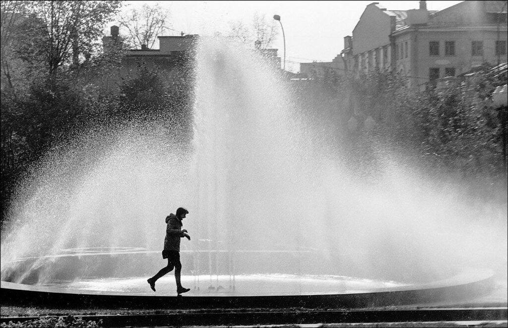 Фонтан в Новопушкинском сквере. Москва, 1984 год. Фото © Игорь Стомахин.jpg