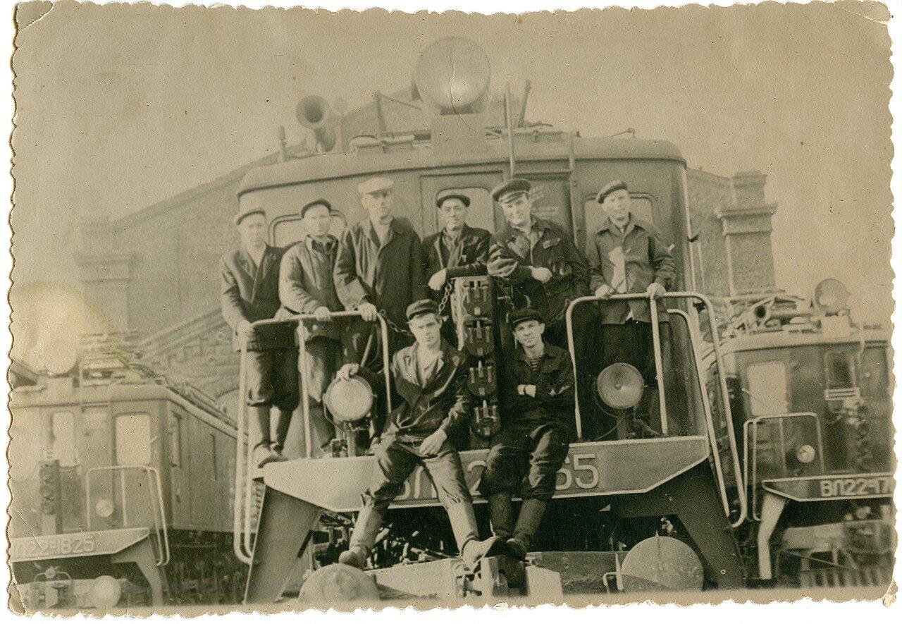 1950-е. Челябинские локомотивщики осваивают электровозы серии ВЛ22М