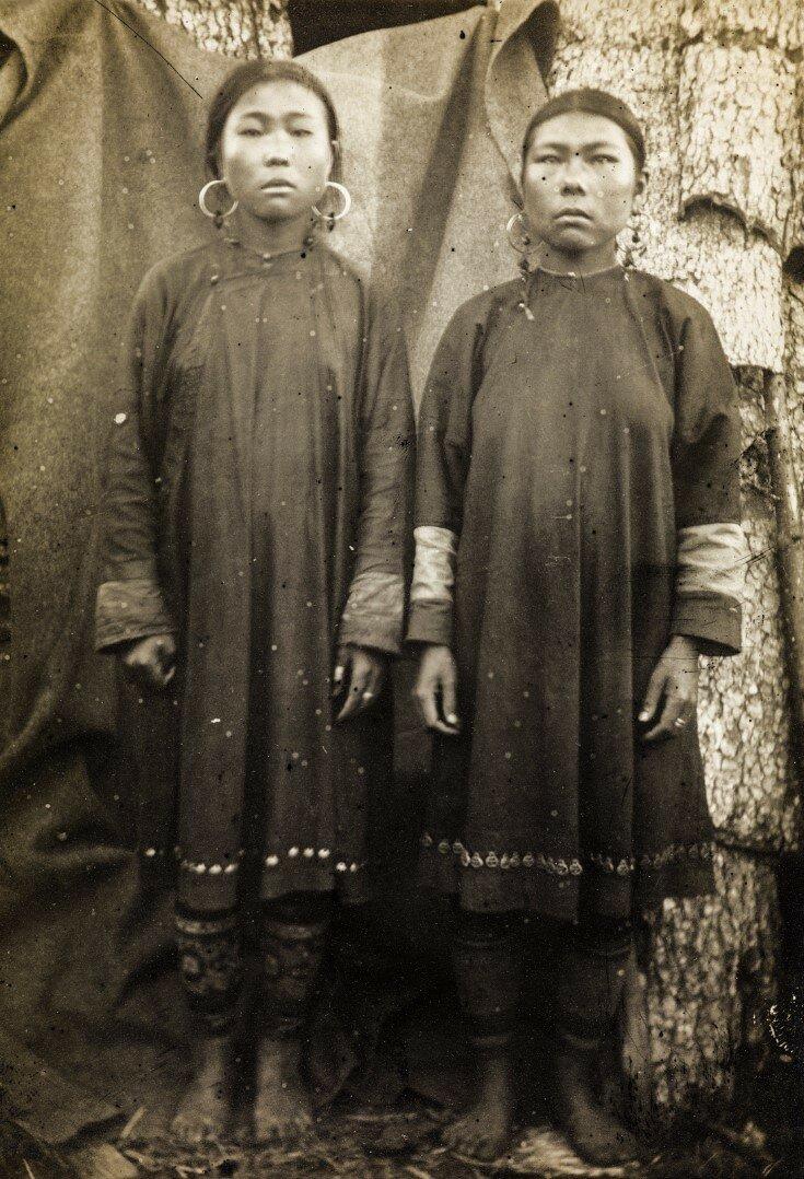 Портрет двух женщин нивхов