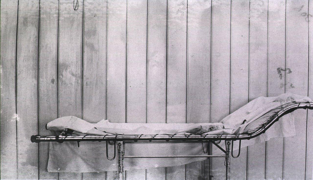 Кауфманский госпиталь Красного Креста №2. Комбинированный операционный стол, преобразуемый в ручные носилки