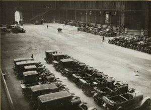 1914. Военные автомобили в Большом дворце