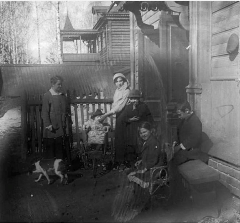 А.Н. Авдонина с детьми