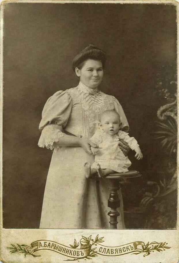 Мария Никандровна Барышникова с дочерью