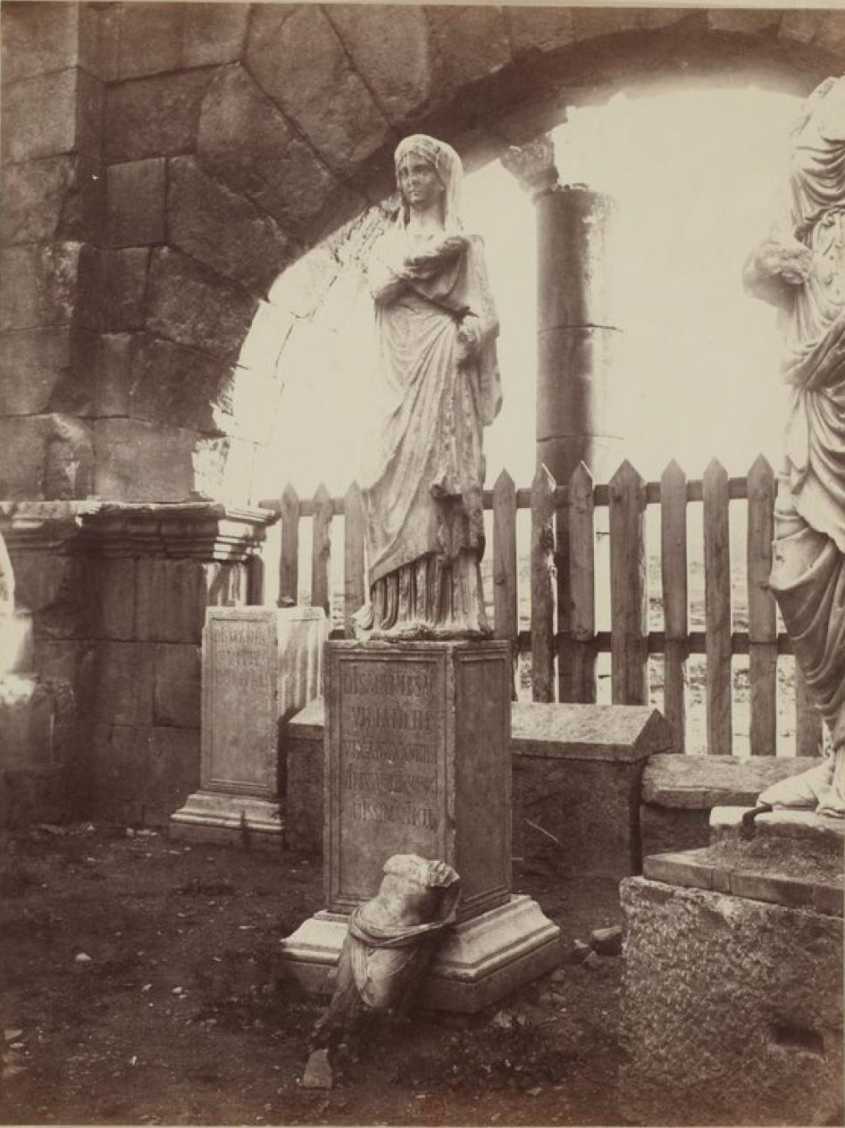 Ламбезис. Триумфальная арка