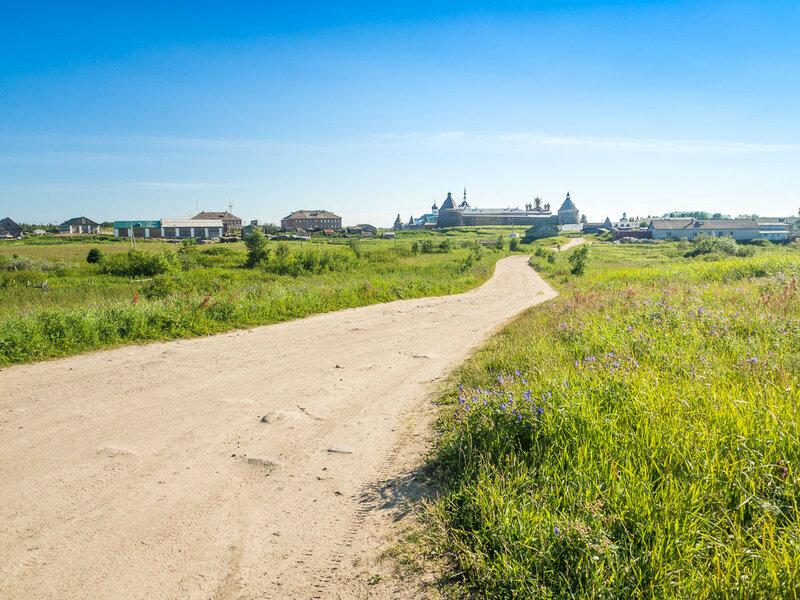 Дорога от палаточного городка к монастырю.
