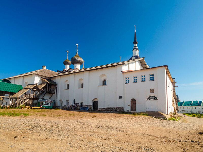 Успенская церковь, 1552-1557 гг. Первое каменное здание монастыря.