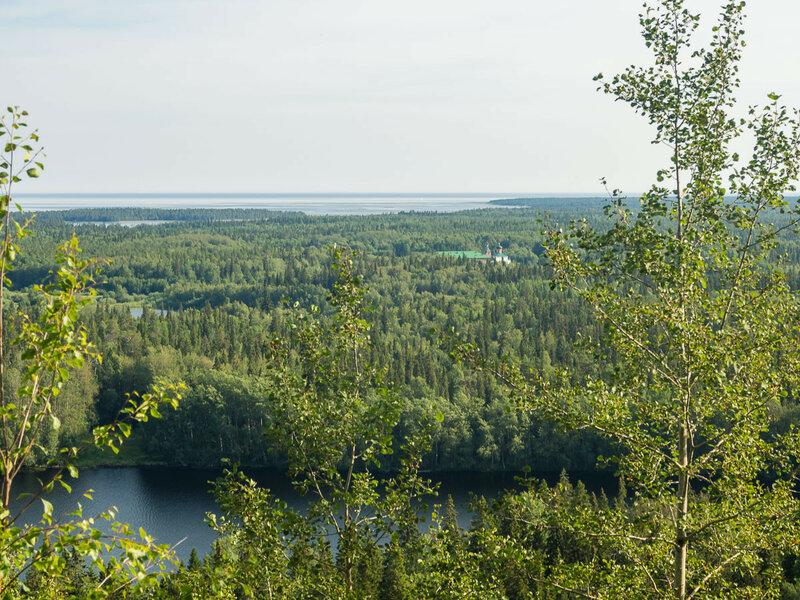 С неё видно море, и озёра, и лес, и Савватьево.
