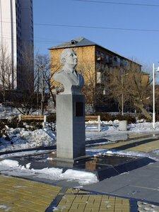 Памятник_Щетининой_А._И._Владивосток.jpg