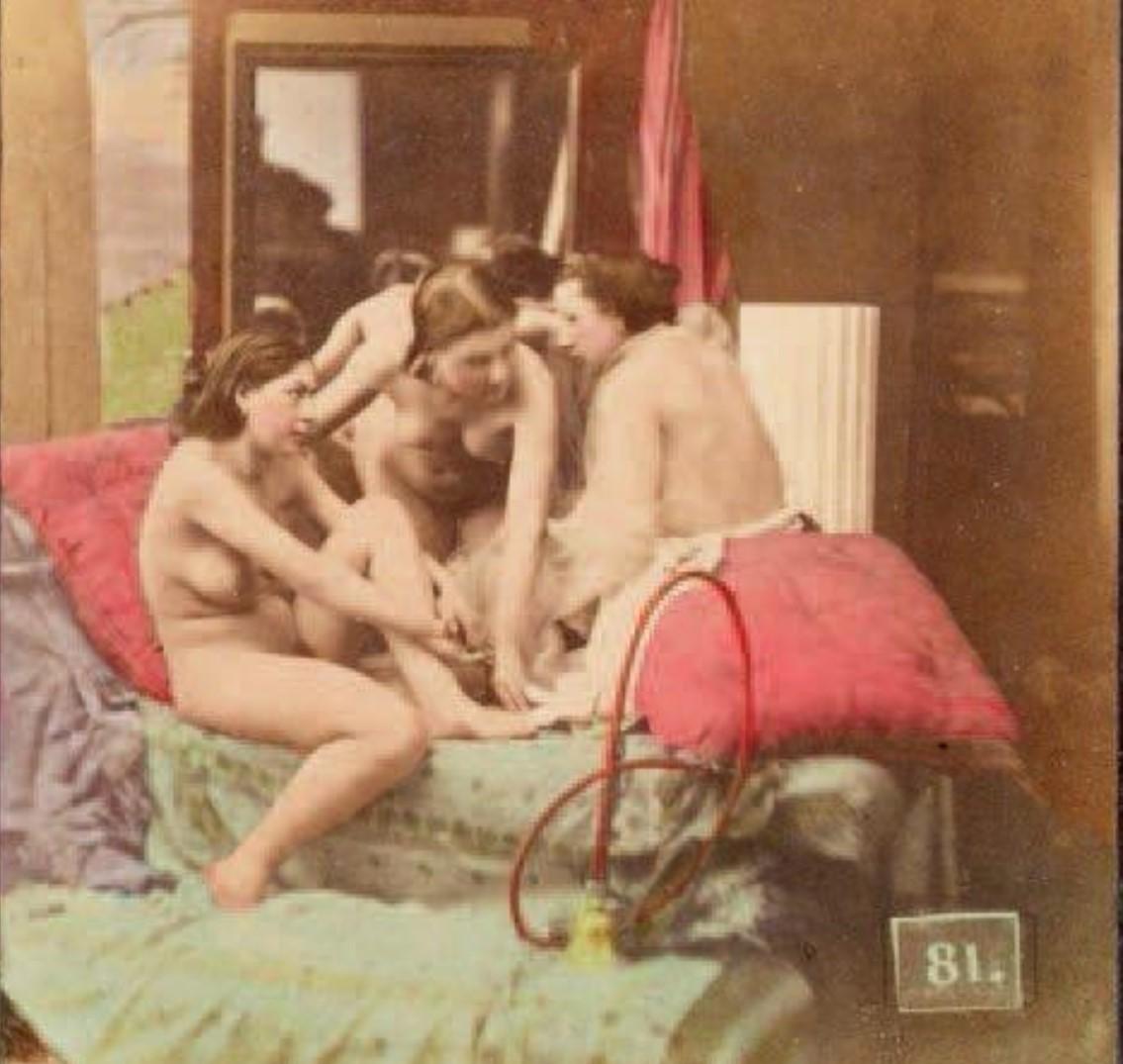 1853-1855. Три подруги на диване