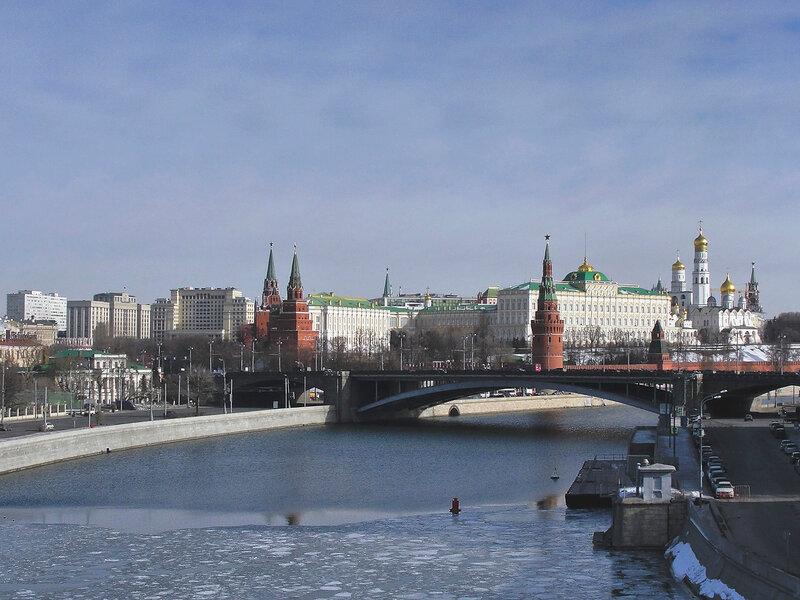 Вид на Кремль с Патриаршего моста.jpg