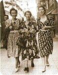 Анна Марли с мамой и сестрой