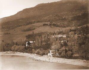 Вид на усадебный дом и территорию имения с парком со стороны моря. Гурзуф.