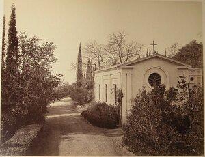 Вид православной церкви вблизи побережья. Гаспра.