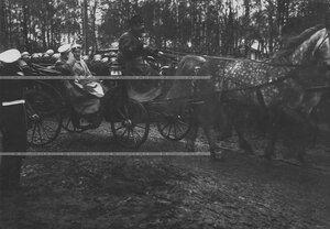Император Николай II и великий князь Михаил Александрович на Храмовом празднике полка.