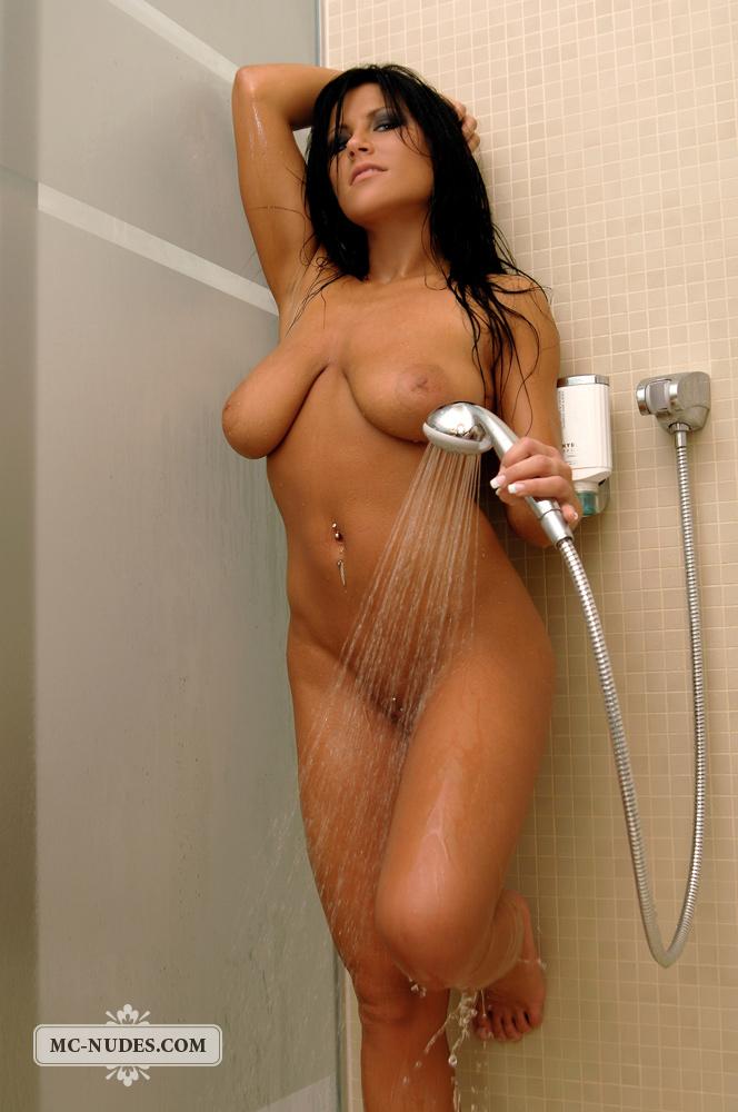 krasavitsi-golie-v-dushe